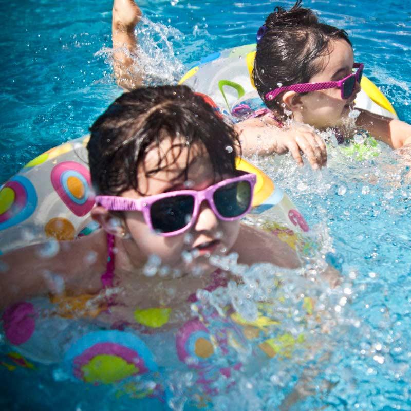 UV-Schutzkleidung im Wasser