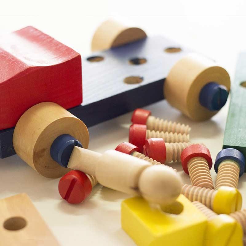Spielzeug für 2-3 Jahre alte Kinder aus Holz