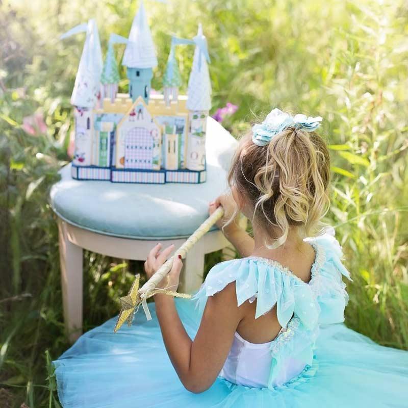 Kleine Mädchen lieben es Prinzessin zu spielen und Märchenschlösser sind genau das richtige Spielzeug für 4-5 Jahre alte Kinder.