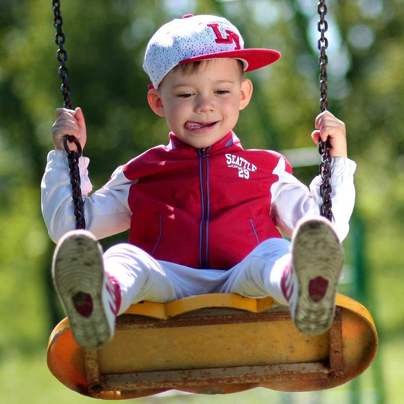 Schaukel als optimales Spielzeug für Kinder